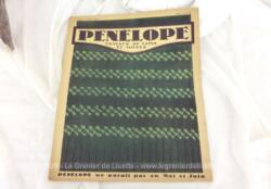 """Ancienne revue """"Pénélope"""" """"Travaux de Laine et Modes"""" datée du 15 avril 1934,. avec sur 20 pages des explications de modèles à réaliser au tricot, forcement vintages !"""