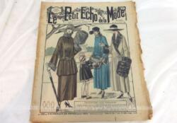 """Voici une revue presque centenaire """"Le Petit Echo de la Mode"""" datée du 22 octobre 1922 de 36.5 x 30 cm, véritable trésor vintage de 98 ans sur 16 pages. A feuilleter avec délice pour savourer chaque page !!!"""