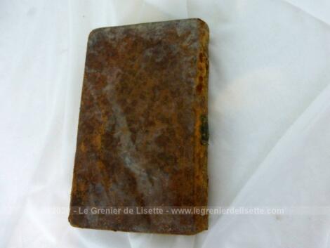 """Voici un très ancien livre de 1792 portant le titre de """"Les Veillées du Château ou Cours de Morale à l'Usage des Enfants"""" sur 352 pages."""