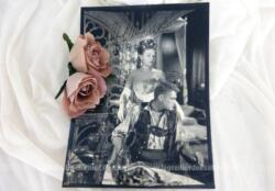 """Super photo argentique de 24 x 18 dédicacée par Edwige Feuillère et Jean marais cm prise lors du tournage de """"L'Aigle à deux Têtes"""" de Jean Cocteau en 1948. Pièce unique."""