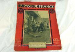 Ancienne revue Le Pays de France du 7 janvier 1915, Sur 20 pages dédiées aux soldats, à leur vie, à la guerre qui n'allait pas durer...... à leurs espoirs. Très émouvant quand on connait aujourd'hui la réalité .