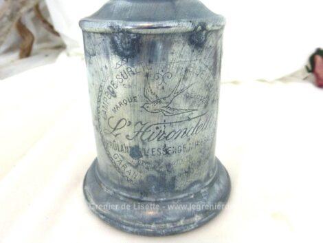 Ancienne lampe pigeon à essence et à mèche de la marque L'Hirondelle, sans support et globe en verre. Superbe décoration !