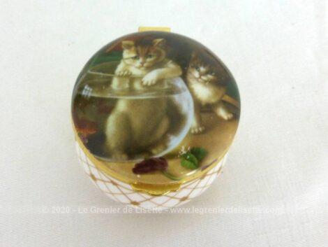 """Adorable petite boite en porcelaine anglaise au dessin de chatons et estampillée de la marque Ashford Staffordhire Fine Bone China - England""""."""