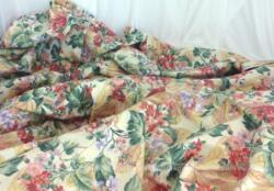 Coupon tissus avec motif coloré de bouquet de fleurs