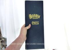 Voici un grand agenda de bureau de 14 x 36 x 1 cm pour l'année 1925 avec sur certaines pages des annotations faites à la main au crayon. UNIQUE !