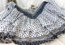 Coupon de tissus provençal sur deux modèles dans les tons de bleu à prendre sur une jupe ample à deux volants, fait main.