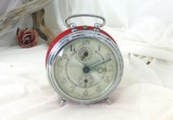 Ancien réveil Bayard métal rouge, non fonctionnel mais idéal pour une décoration vintage très tendance.