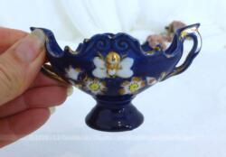Petite jardinière en céramique miniature de couleur bleu roi.