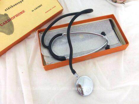 Voici un superbe et ancien stéthoscope cardiophone de Laubry dans son coffret avec certificat de garantie daté de 1983.