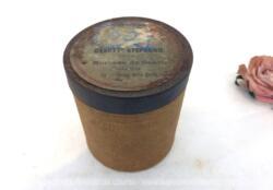 """Pour phonographe, voici une ancienne boite vide à cylindre Pathé n°63 portant l'étiquette """"Gavotte Stéphanie"""" par Czibulka, Morceaux de Genre et exécuté par l'orchestre Pathé Frères."""
