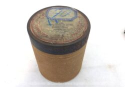 """Pour phonographe, voici une ancienne boite vide à cylindre Pathé n°70 portant l'étiquette """"La Fille du Régiment"""" par Czibulka, chanté par Tenesy de l'Opéra Fournets de l'Opéra Comique."""