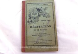 """Ancien livre """"Premier Livre de Récitation et de Morale"""" de 1889 par P. Estienne avec 120 gravures . Livre de l'Elève et pour Cours Élémentaire."""