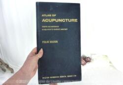 Voici l'Atlas of Acupuncture de Felix Mann publié en 1981 mais identique à l'original de 1966 par William Heinemann Medical Books Ltd.