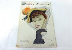 Voici la revue Modes et Travaux de Septembre 1948 sur 36 pages avec des dessins et photos de superbes robes et des mini patrons pour la réalisations de votre garde robe et décoration... vintages !