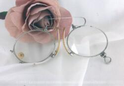 """Ancienne paire de lunettes, pince nez, trésor d'un vieil atelier de lunetier du début du siècle dernier, avec le chiffre """"36"""" correspondant à la nomenclature de correction des verres de l'époque."""