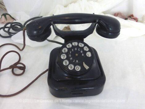 Ancien et superbe téléphone très vintage datant des années 50/60 dont la ligne et le charme s'harmoniseront à toutes les décorations et à toutes les tendances !