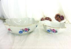 Duo de saladiers ovales de tailles différentes en porcelaine SBV et Cie France à la superbe forme en fleur sur les angles et décorations tendance shabby.