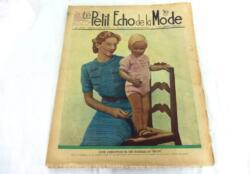 Ancienne revue Le Petit Echo de la Mode du 12 septembre 1937 avec des modèles de robes et des patrons pour robe, barboteuse et liseuse au tricot.