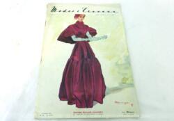 Voici la revue Modes et Travaux de novembre 1947 sur 26 pages avec des dessins et photos de superbes robes pour des idées pour votre garde robe hivernale et... vintage !