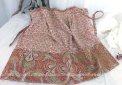 Adorable petit tablier court vintage fait main en tissus provençal avec ses 3 poches.