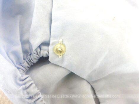 Ancienne barboteuse bleue à bretelles avec l'étiquette Bambino, réalisée en Terlenka, 65% polyester, 35% coton. Pour bébés vintages !