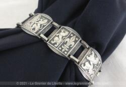 Voici un bracelet en métal argenté confectionné par des écussons représentant les Provinces Basques.