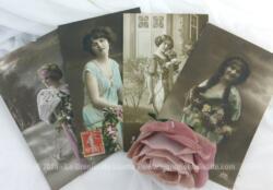 Voici quatre cartes postales anciennes de femmes posant dans des attitudes romantiques et languissantes, trois de 1912 et une de 1917.