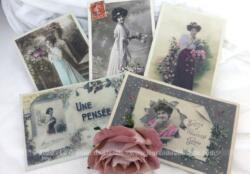 Voici 5 cartes postales anciennes sur papier glacé et brillant représentant des femmes des années 1910, toutes adressées à la même personne.