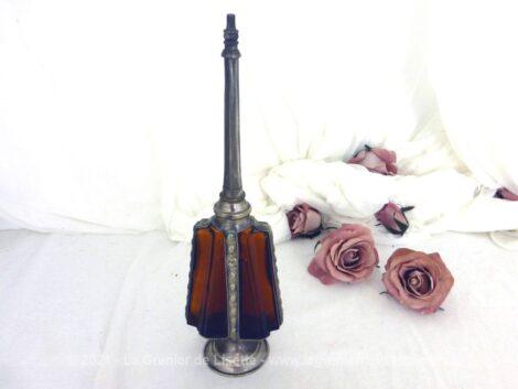 Ancien grand porte lance parfum ou aspersoir oriental en métal argenté et verre epais couleur ambre.