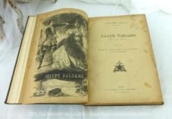 """Ancien livre """"Joseph Balsamo"""" d'Alexandre Dumas avec de nombreuses illustrations et sa belle reliure en carton. Pas daté mais début XX°."""