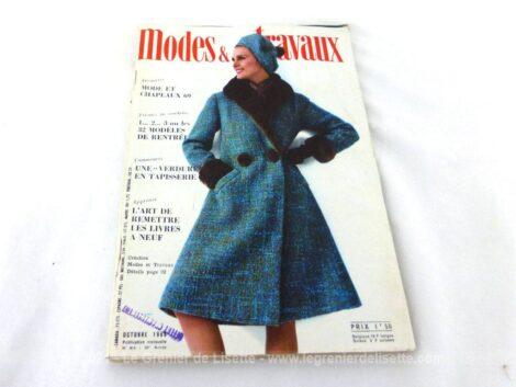 Voici la revue Modes et Travaux d'Octobre 1968. Vraiment dans la tendance actuelle car la mode est un éternel recommencement! C'est le numéro 814 sur 250 pages de 29 x 19.5 cm.