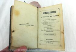 Ancien petit missel Semaine Sainte daté de 1845 à l'Usage du Diocèse de Tarbes dont presque toutes les pages sont en LATIN.... c'est normal quand on a 176 ans !!!!