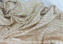 Beau coupon de 230 x 140 de tissus moiré à rayures beige et écru, avec dessin de coquille. Idéal aussi bien pour meubles que pour vêtements, gilet pour hommes par exemple.