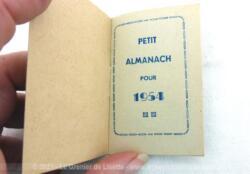 """Voici un ancien almanach miniature""""Mémento"""" sur 16 pages pour l'année 1954, cadeau publicitaire de l'entreprise S. Claudinon et Cie à Lyon."""