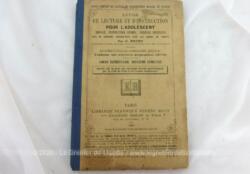 """livre datant de 1885 portant le titre de """"Livre de Lecture et d'Instruction pour Adolescent - Morale, Instruction Civique, Sciences Usuelles) pour le Cours Élémenta"""